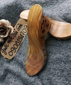 guốc gỗ quai ngang khắc họa tiết, quai trong rất đẹp